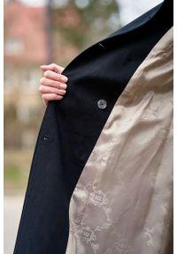 Marie Zélie - Trencz Adria bawełna z elastanem czarny. Kolor: czarny. Materiał: bawełna, elastan. Sezon: lato. Styl: klasyczny #6