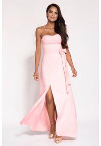 Różowa sukienka wieczorowa Dursi maxi, z odkrytymi ramionami