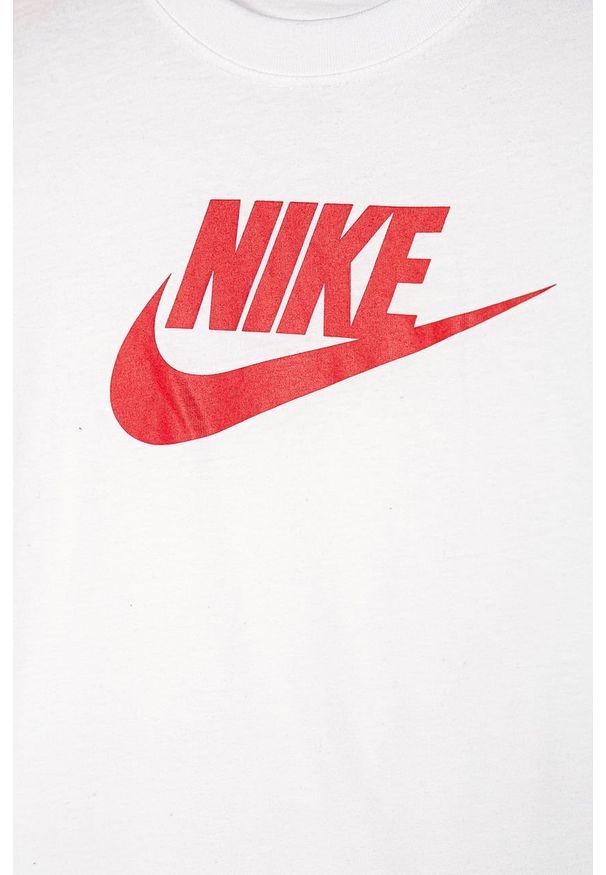 Biała bluzka z krótkim rękawem Nike Kids casualowa, na co dzień, z okrągłym kołnierzem, z nadrukiem