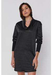 Sisley - Sukienka. Typ kołnierza: golf. Kolor: czarny. Materiał: tkanina, satyna, materiał. Długość rękawa: długi rękaw. Wzór: ze splotem, gładki