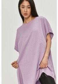 Answear Lab - Bluza bawełniana. Kolor: fioletowy. Materiał: bawełna. Długość rękawa: krótki rękaw. Długość: krótkie. Styl: wakacyjny
