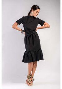 Czarna sukienka wizytowa Nommo z falbankami, midi