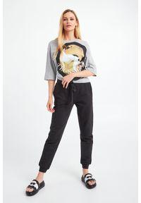Trussardi Jeans - T-SHIRT TRUSSARDI. Okazja: na co dzień. Materiał: materiał. Styl: casual