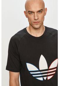 adidas Originals - T-shirt. Kolor: czarny. Długość rękawa: raglanowy rękaw. Wzór: aplikacja