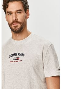 Szary t-shirt Tommy Jeans z aplikacjami, na co dzień, casualowy
