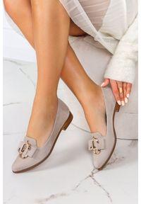 PRO-MODA - Beżowe półbuty lordsy z metalową ozdobą polska skóra pro-moda 2588/042. Kolor: beżowy. Materiał: skóra. Wzór: aplikacja