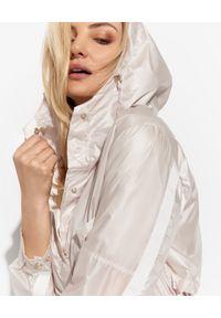 DIEGO M - Kremowy płaszcz przeciwdeszczowy. Kolor: biały. Materiał: materiał. Sezon: lato