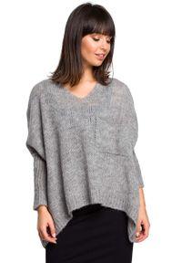 Szary sweter oversize MOE z asymetrycznym kołnierzem