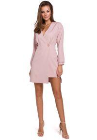 MAKEOVER - Różowa Asymetryczna Sukienka Kopertowa. Kolor: różowy. Materiał: poliester, elastan. Typ sukienki: asymetryczne, kopertowe