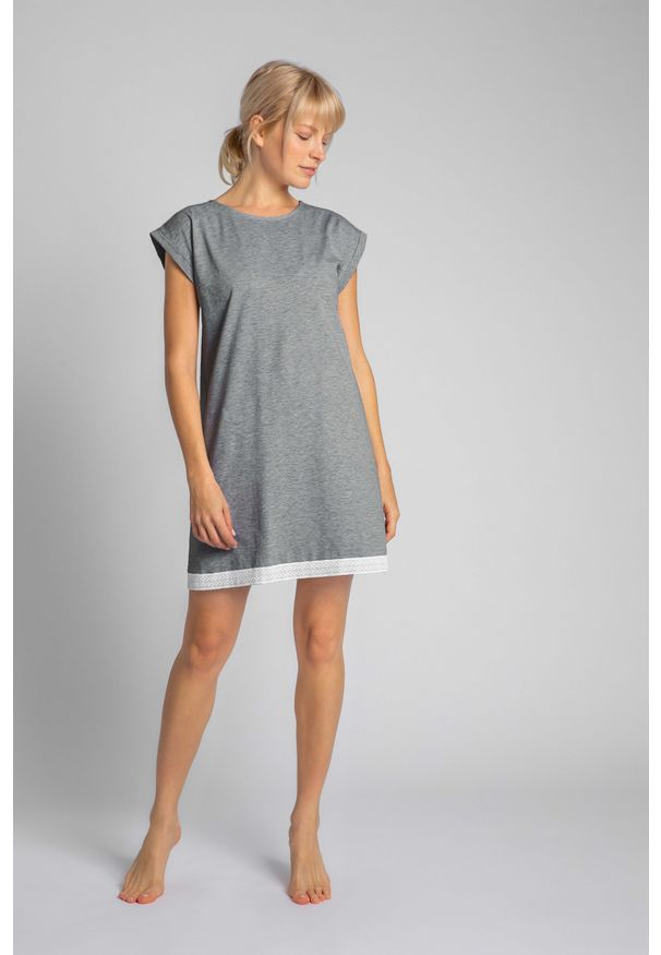 MOE - Koszula Nocna Wykończona Koronką - Szara. Kolor: szary. Materiał: koronka. Wzór: koronka