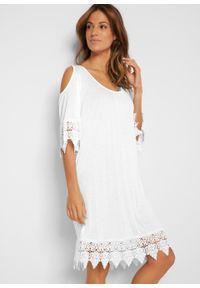 Shirt plażowy cold-shoulder bonprix biały. Okazja: na plażę. Kolor: biały. Materiał: koronka. Wzór: koronka