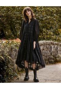 BY CABO - Sukienka Grace. Kolor: czarny. Materiał: wiskoza, materiał. Długość rękawa: długi rękaw. Styl: klasyczny. Długość: midi