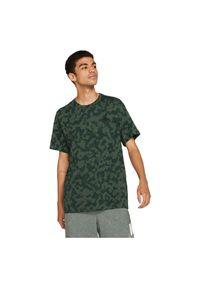 Koszulka męska Nike Sportswear Club AOP DA0469. Materiał: tkanina, bawełna. Wzór: nadruk
