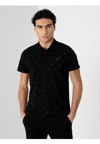 4f - Koszulka polo męska. Okazja: na co dzień. Typ kołnierza: polo. Kolor: czarny. Materiał: dzianina, materiał, bawełna. Styl: casual