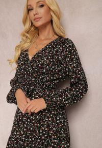 Renee - Czarna Sukienka Appoloin. Kolor: czarny. Materiał: materiał. Długość rękawa: długi rękaw. Wzór: kwiaty, aplikacja, kolorowy. Typ sukienki: kopertowe. Długość: maxi