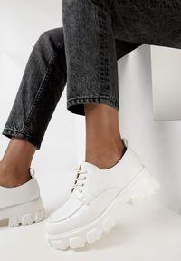 Born2be - Białe Półbuty Melliope. Wysokość cholewki: przed kostkę. Zapięcie: sznurówki. Kolor: biały. Materiał: jeans. Szerokość cholewki: normalna. Wzór: jednolity. Obcas: na obcasie. Wysokość obcasa: średni