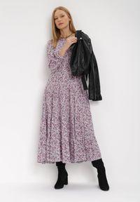 Born2be - Fioletowa Sukienka Cecane. Okazja: na co dzień. Kolor: fioletowy. Długość rękawa: długi rękaw. Wzór: kwiaty, aplikacja. Styl: klasyczny, casual. Długość: maxi