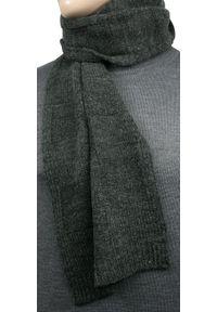 Szary szalik V. Fraas na zimę, w kratkę