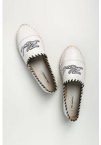 Białe espadryle Karl Lagerfeld na obcasie, na średnim obcasie