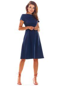 Awama - Granatowa Klasyczna Lekko Rozkloszowana Sukienka z Krótkim Rękawem. Kolor: niebieski. Materiał: wiskoza, poliester. Długość rękawa: krótki rękaw. Styl: klasyczny