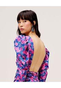 For Love & Lemons - FOR LOVE & LEMONS - Błękitna sukienka w kwiaty Annie. Okazja: na co dzień, na randkę. Kolor: niebieski. Wzór: kwiaty. Typ sukienki: dopasowane, asymetryczne. Styl: casual. Długość: midi #2