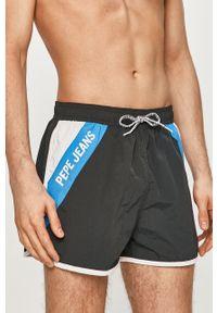 Pepe Jeans - Szorty kąpielowe Tomeo. Kolor: czarny. Materiał: tkanina