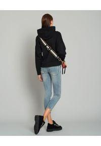 MONCLER - Czarna bluza z kapturem. Typ kołnierza: kaptur. Kolor: czarny. Materiał: dresówka, jeans, bawełna. Wzór: aplikacja. Sezon: zima, jesień