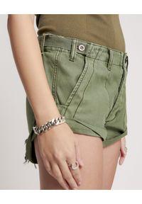 ONETEASPOON - Krótkie spodenki Bandit Khaki Low Waist. Stan: obniżony. Kolor: zielony. Materiał: tkanina, bawełna. Długość: krótkie. Wzór: paski