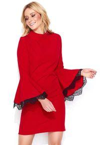 Makadamia - Czerwona Mini Sukienka z Hiszpańskim Rękawem z Koronką. Kolor: czerwony. Materiał: koronka. Wzór: koronka. Długość: mini