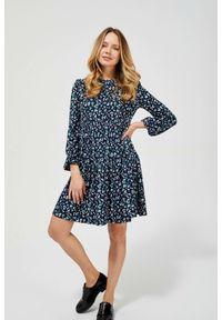 MOODO - Sukienka z nadrukowanym wzorem. Okazja: na co dzień, do pracy. Materiał: elastan, dzianina, guma, poliester. Wzór: nadruk. Styl: casual, vintage