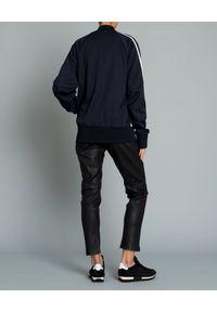 MONCLER - Granatowa bluza z lampasami. Kolor: niebieski. Materiał: prążkowany, materiał. Długość rękawa: długi rękaw. Długość: długie. Styl: klasyczny