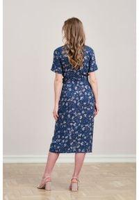 Marie Zélie - Sukienka Irmina Fermata. Materiał: poliester, materiał, wiskoza, tkanina, skóra. Długość rękawa: krótki rękaw. Wzór: napisy. Typ sukienki: proste, kopertowe