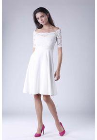 Sukienka wizytowa Nommo w koronkowe wzory, wizytowa, z dekoltem typu hiszpanka
