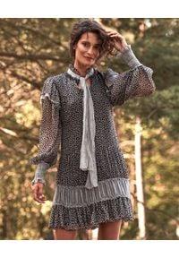 BY CABO - Jedwabna sukienka mini z wiązaniem Clio. Okazja: na randkę, na imprezę. Kolor: szary. Materiał: jedwab. Typ sukienki: proste. Długość: mini