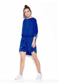 Lemoniade - Luźna Sukienka Wiązana w Pasie - Chabrowa. Kolor: niebieski. Materiał: wiskoza, elastan