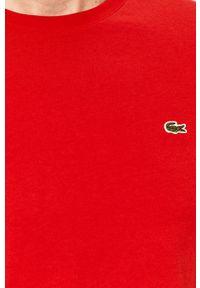 Lacoste - T-shirt. Okazja: na co dzień. Kolor: czerwony. Materiał: dzianina. Wzór: gładki, aplikacja. Styl: casual