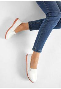 Białe buty sportowe bonprix bez zapięcia