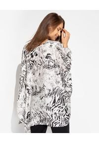 MARLU - Satynowa bluzka oversize ze zwierzęcym wzorem. Okazja: na plażę. Kolor: czarny. Materiał: satyna. Długość: długie. Wzór: motyw zwierzęcy. Sezon: lato