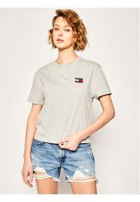 Tommy Jeans T-Shirt Badge Tee DW0DW06813 Szary Regular Fit. Kolor: szary