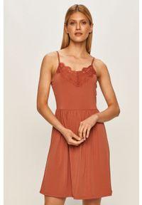 Różowa sukienka Vero Moda na ramiączkach, mini