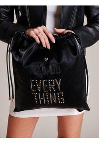 FEMESTAGE Eva Minge - Plecak damski worek zamszowy ćwieki FemeStage czarny. Kolor: czarny. Materiał: materiał. Wzór: aplikacja