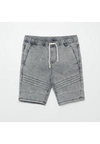 Cropp - Jeansowe szorty jogger - Jasny szary. Kolor: szary. Materiał: jeans #1