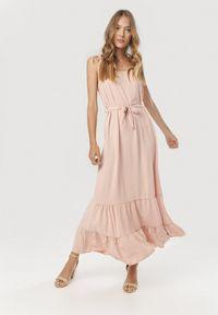 Różowa długa sukienka Born2be