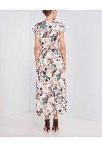 PESERICO - Beżowa sukienka w kawiaty. Kolor: beżowy. Materiał: materiał. Wzór: kwiaty, kolorowy. Sezon: lato, wiosna. Długość: maxi