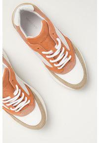 Beżowe sneakersy Wojas z okrągłym noskiem, na sznurówki, na obcasie, z cholewką