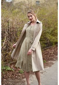 Marie Zélie - Trencz Adria bawełna z elastanem beż piaskowy. Kolor: beżowy. Materiał: bawełna, elastan. Sezon: lato. Styl: klasyczny #3
