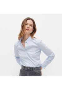 Reserved - Koszula w paski z bawełną organiczną - Niebieski. Kolor: niebieski. Materiał: bawełna. Wzór: paski