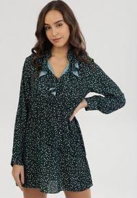 Born2be - Zielona Sukienka Helerona. Kolor: zielony. Długość rękawa: długi rękaw. Wzór: kropki. Typ sukienki: rozkloszowane. Styl: retro. Długość: mini