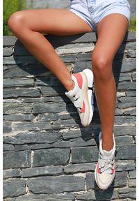 Beżowe buty sportowe IVET w kolorowe wzory
