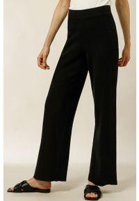 IVY & OAK - Spodnie KATRIN. Stan: podwyższony. Kolor: czarny. Materiał: dzianina, poliamid
